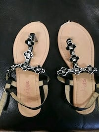 pair of white-and-black leather sandals Modesto, 95358