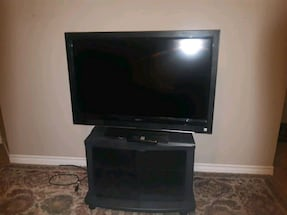 """VIZIO 39"""" TV WITH GLASS TROLLY ( AIRDRIE)"""
