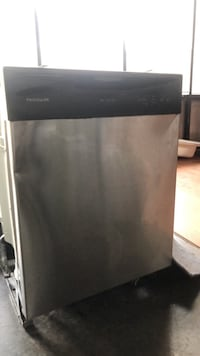 Black and gray frigidaire dishwasher Sterling, 20166