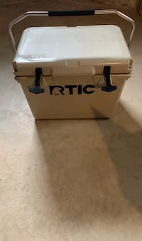 RTIC HARD COOLER 20 - tan color