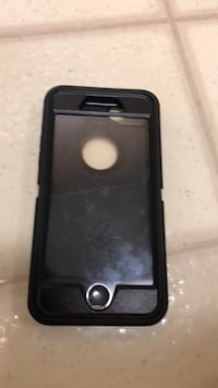 Otter box defender iPhone 8