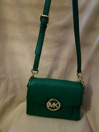 NEW  Michael Kors Chicago, 60611