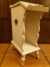 Vintage French Provencial End Table  Council Bluffs, 51501