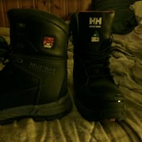 HELLY HANSEN Winter boots / Work wear      349$reg 508 km
