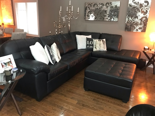 Black leather sectional sofa with some leather peeling off 575f774d-d4f9-45ce-ae07-dab15058ffc7