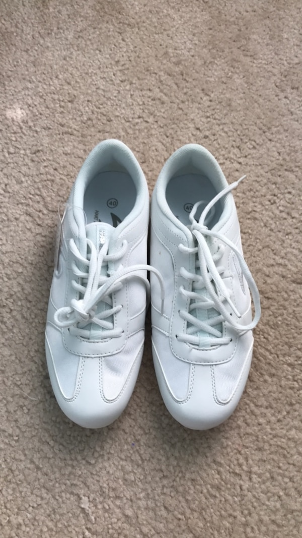 Hart and Sole brand new cheer shoes (size 9)