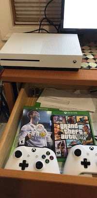 Xbox One Console w/ 2 Controllers & 2 games!! Washington, 20001