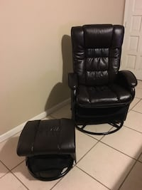 Leather chair and Ottoman Fort Myers, 33967
