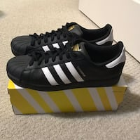 Men's adidas superstars ( size 11 )  St Catharines, L2P