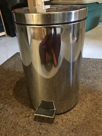 Stainless steel step trash bin Pickering, L1W