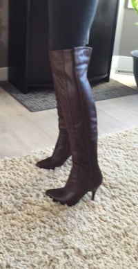 BROWN KNEE HIGH BOOTS Sherwood Park