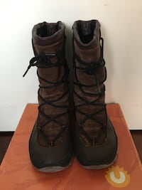 Women's Ulu dark brown snow boots, size 6 Vancouver, V6B 2W1