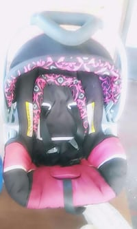 baby's black and pink car seat carrier with base Bartow, 33830
