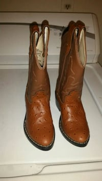 Kids cawbooy boots size 7 Dallas, 75218