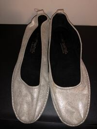 Women size 8 flats used once. Hagerstown, 21740