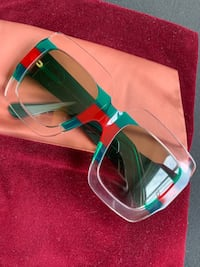 Gucci Sun Glasses New York, 11249