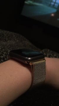 Apple Watch with 200 dollar gold band. Like new. Mint condition  Calgary, T2Y 0B8