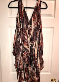 Dress with layers, very nice. Awesome.Size L Mississauga