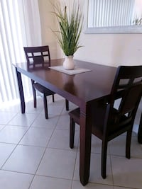 Beautiful Large Dining Table + 2 chairs Milton, L9T 8A7