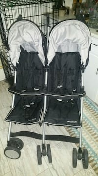 baby's black and gray twin stroller 589 km