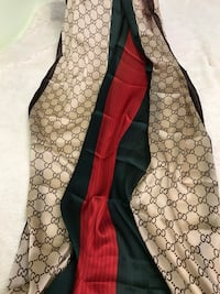 100% silk Gucci scarf, perfect for gift Manassas, 20110