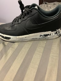 unpaired black Nike Air Force 1 low shoe 558 km
