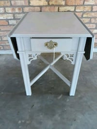 Side Table with Leafs, and Drawer. Ponchatoula, 70454