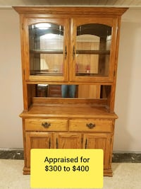 Solid oak hutch w/ beveled glass doors and light Waterford Township, 48328