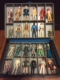 Vintage Star Wars lot of figures in carrying case Los Angeles, 90016