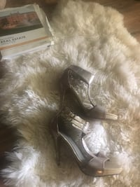 Pair of gray/nude metallic leather sandals Columbia, 21045