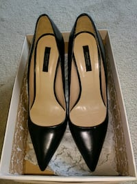pair of black leather pointed-toe pumps Brampton, L6X 1A2