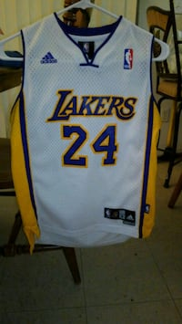 white and red Los Angeles Lakers jersey shirt Nipomo, 93444