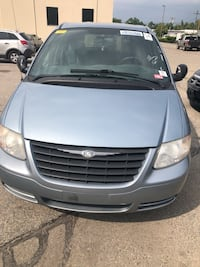 Chrysler - Town and Country - 2005 Burlington