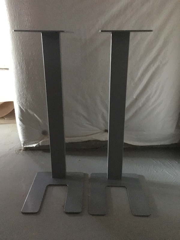 Speaker stand in excellent condition 778e4eed-e9a5-446b-96b0-c4ed38119051