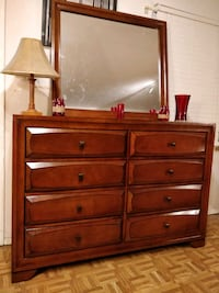 Big dresser/TV stand with mirror and 8 drawers, al Annandale, 22003