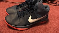 Pair of black-and-red Nike air max Yonkers, 10704
