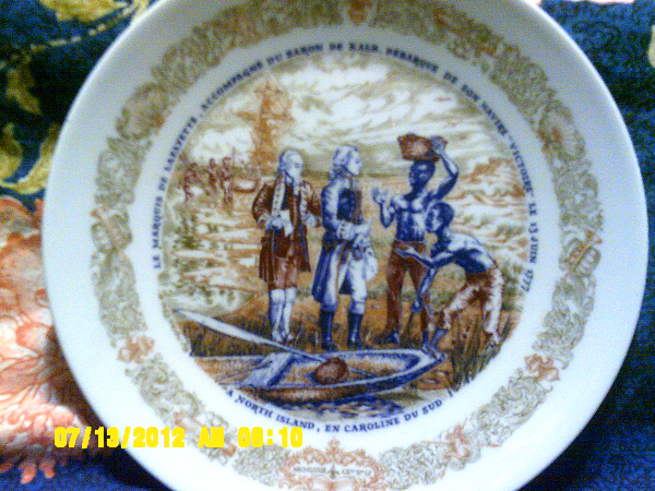 round white, blue, and pink decorative plate