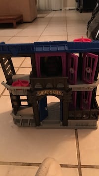 gotham city jail toy set Clearwater, 33759