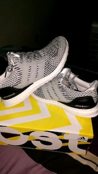 Adidas ultra boost size 9 mens Tempe, 85282
