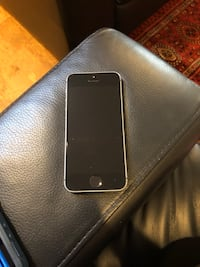iPhone 5s 32 GB with OtterBox Case! Lorton, 22079
