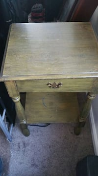square brown wooden end table Virginia Beach, 23451
