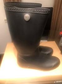New uggs rain boots size 10