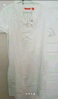 Womens white cotton dress  Calgary, T3N 0E4