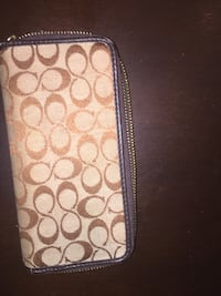 Coach wallet  Coach wallet like new  New Westminster, V3M 3Y2
