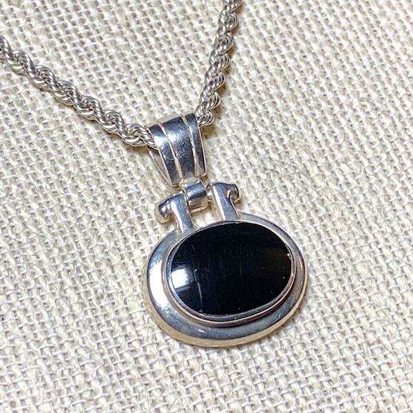 Vintage Sterling Silver Black Onyx Pendant with Sterling Rope Chain add1ef76-025b-4779-8967-f205eb6ea772