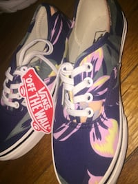 Pair of brand new vans NEW WITH TAG Maryland Heights, 63043