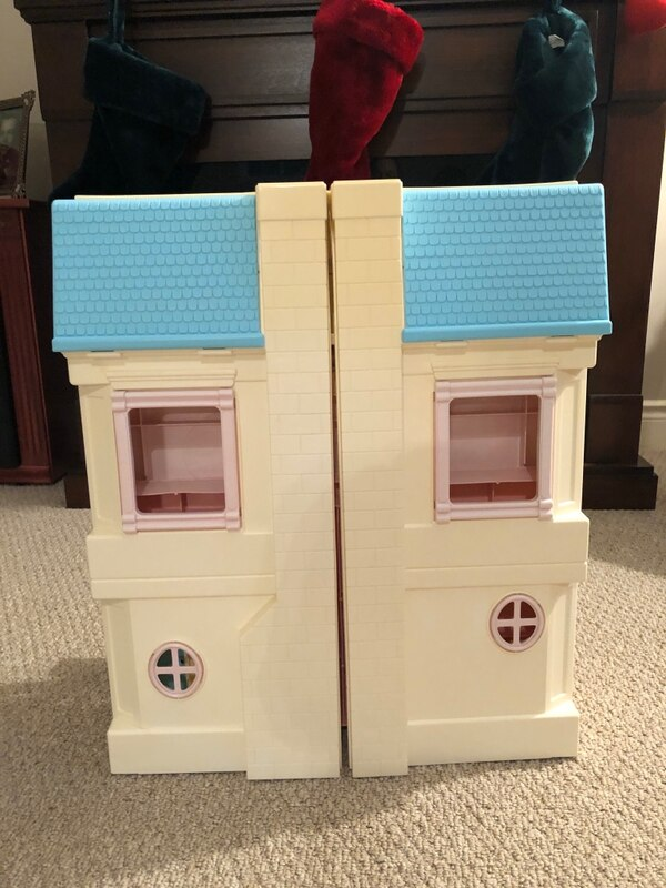 Vintage fisher price loving family house and accessories  12609b5d-2826-4361-9223-7ee0b1f0a8a8