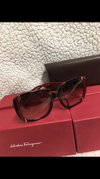 Beautiful Sunglasses with its case, new, For more information you can send me a text,I speak Spanish. Miami, 33193
