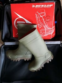 new dunlop thermo steeltoe rainboots Vancouver, V5N 1A7