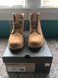 Women's size 8 timberland work boots with box New Kensington, 15068